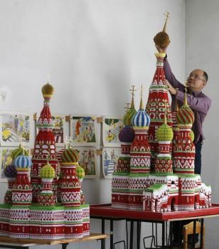 Храм Василия Блаженного сделанный из оригами