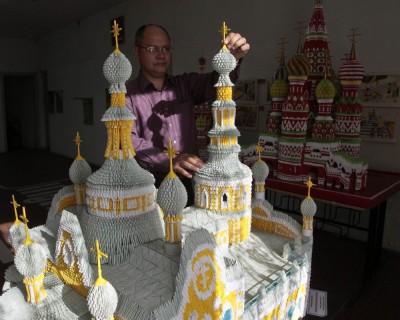 Сельский учитель построил храм из 10 тысяч листов бумаги