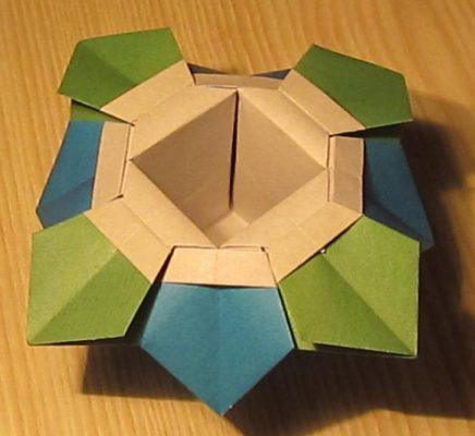 Ваза оригами с лепестками