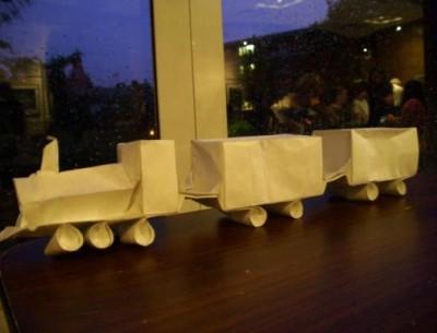Как сложить поезд из бумаги