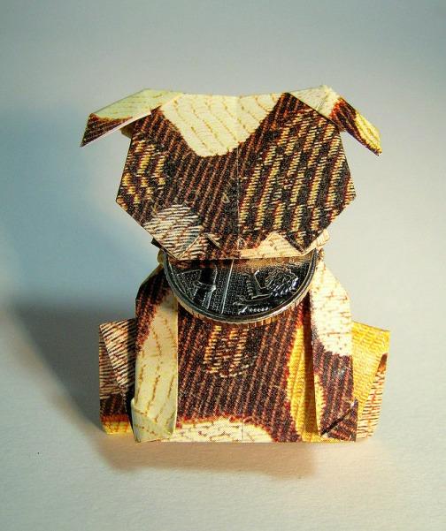 Оригами собака выполнена в стиле Moneygami