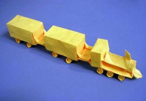 Поезд оригами за схемой Emmanuel Mooser
