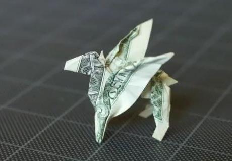 Оригами Пегас из денежной купюры за схемой Bo Gulledge