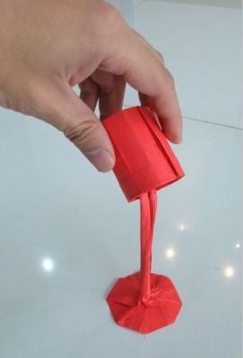 Оригинальное оригами - поток краски из бумаги
