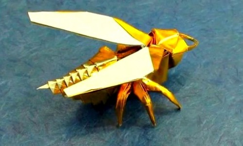 Пчела оригами за схемой Anibal Voyer