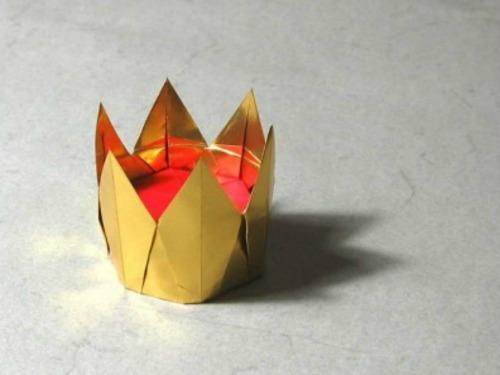 Шестиконечная корона оригами за схемой Christiane Bettens (M?lisande)