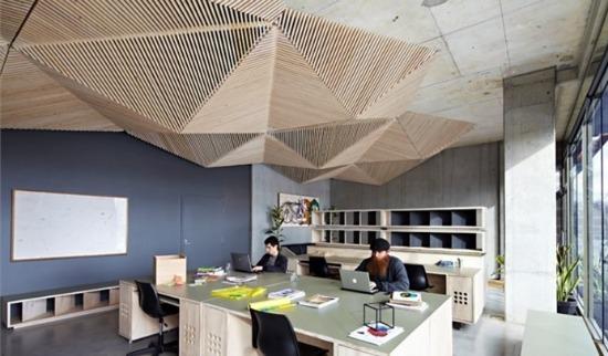 Потолок архитектурной студии в стиле оригами
