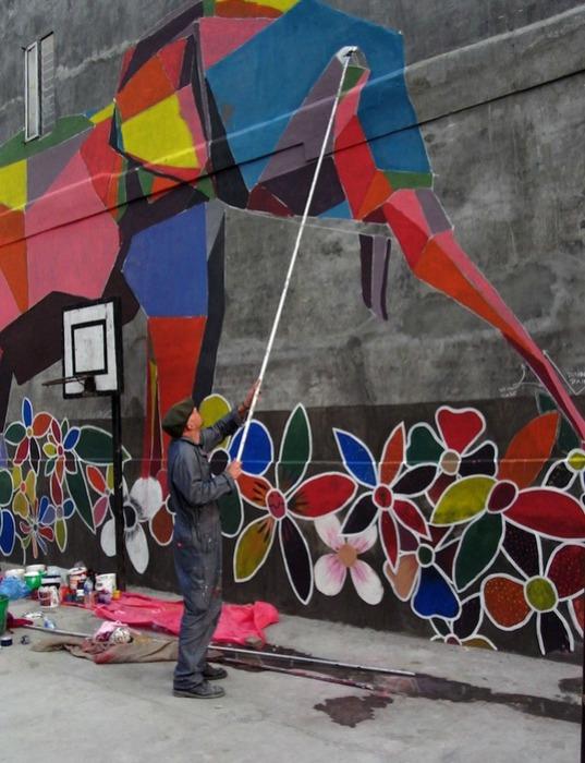 Daas в процессе творения стрит-арт оригами