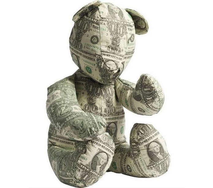 Медвежонок из денег представлен Джони Свингом и Марком Венгером