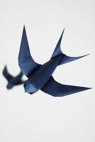 Оригами ласточка за схемой Sipho Mabona