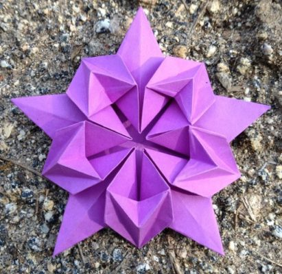 Оригами цветок сакуры из пятиугольника по схеме David Martinez