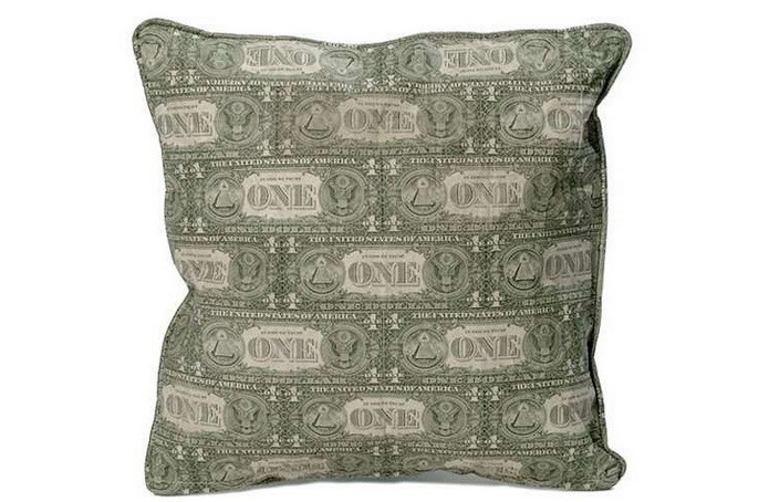 Подушка из денежной валюты от Джони Свинга и Марка Венгера