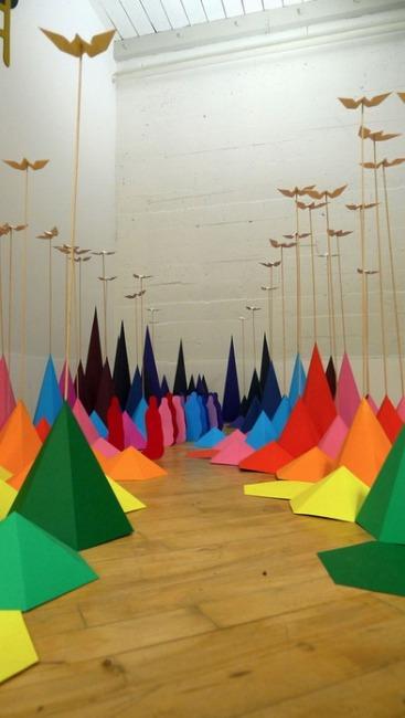 Радужная инсталляция оригами от Мадемуазель Морис и Сары Апплбаум