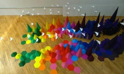 Разноцветная инсталляция оригами от Мадемуазель Морис и Сары Апплбаум