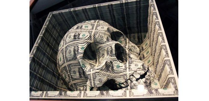 Шедевр из денежных купюр