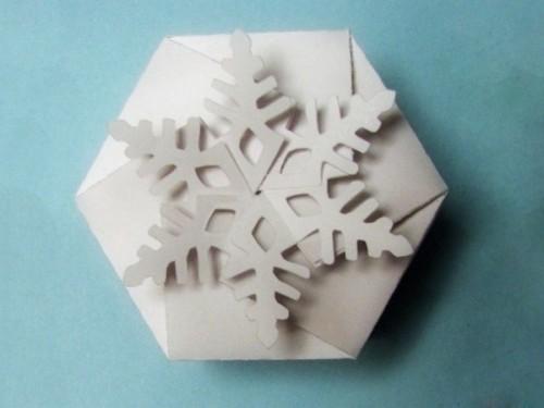 Как сделать оригами коробочку со снежинкой