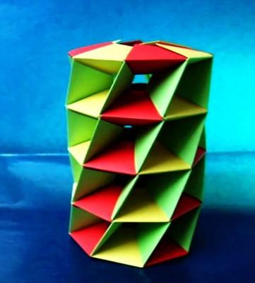 Витая оригами башня за схемой Mihoko Tachibana