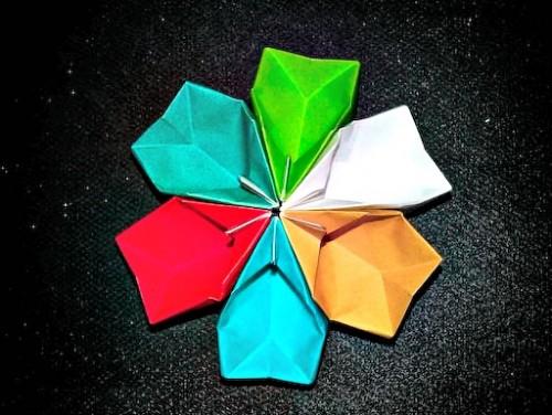 Бумажный цветочек своими руками из объемных лепесточков