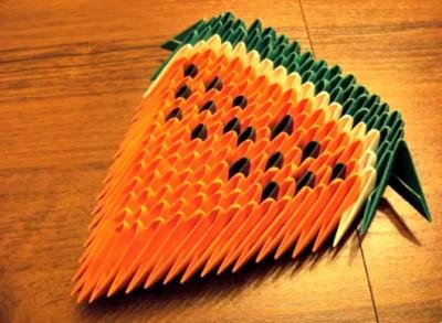 Оригами арбуз из треугольных модулей