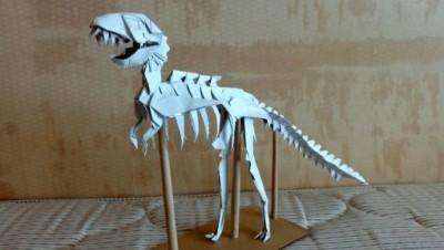 Оригами из бумаги динозавр T-Rex за схемой Issei Yoshino