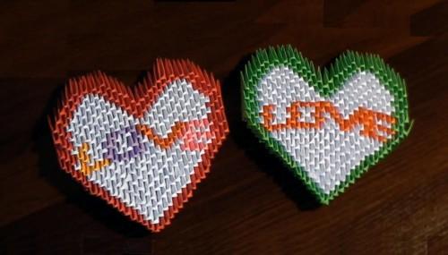 Оригами на день Святого Валентина Два сердечка из трегуольных модулей