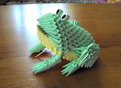 Жаба оригами из треугольных модулей