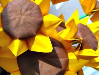 Подсолнух оригами из бумаги за схемой Nilva Fina Pillan